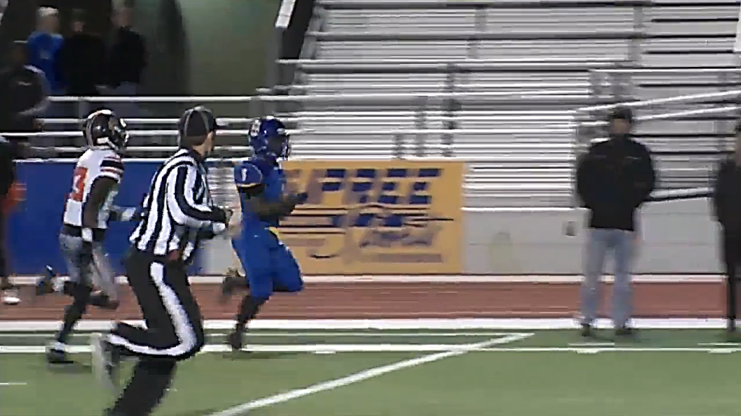 Stillwater's Quontrell Walker, the freshman, takes the hand off for a 52 yard gain (KOKH)<p></p>