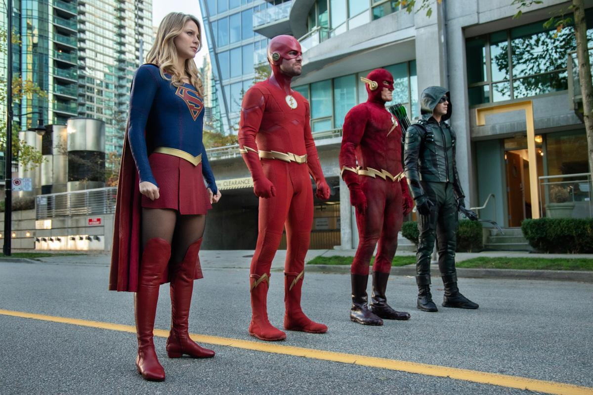 "Arrow -- ""Elseworlds, Part 2"" -- Image Number: AR709b_0562r -- Pictured (L-R): Melissa Benoist as Kara/Supergirl, Stephen Amell as Barry Allen/The Flash, John Wesley Shipp as The Flash and Grant Gustin as Oliver Queen/Green Arrow -- Photo: Jack Rowand/The CW -- �© 2018 The CW Network, LLC. All Rights Reserved."