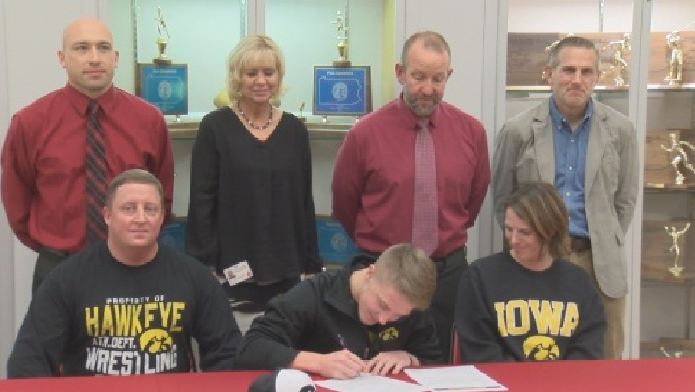 Central Cambria wrestler Max Murin signs with Iowa