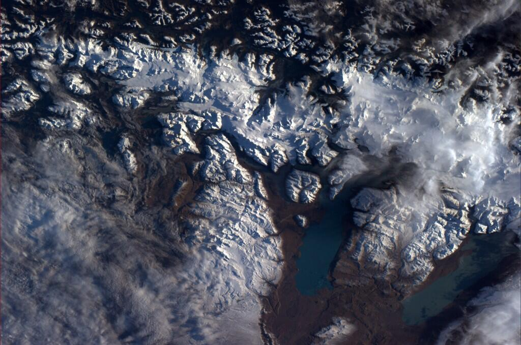 Gorgeous glacial flows near Straits of Magellan. I was there in ?08 (Photo & Caption: Reid Wiseman, NASA)