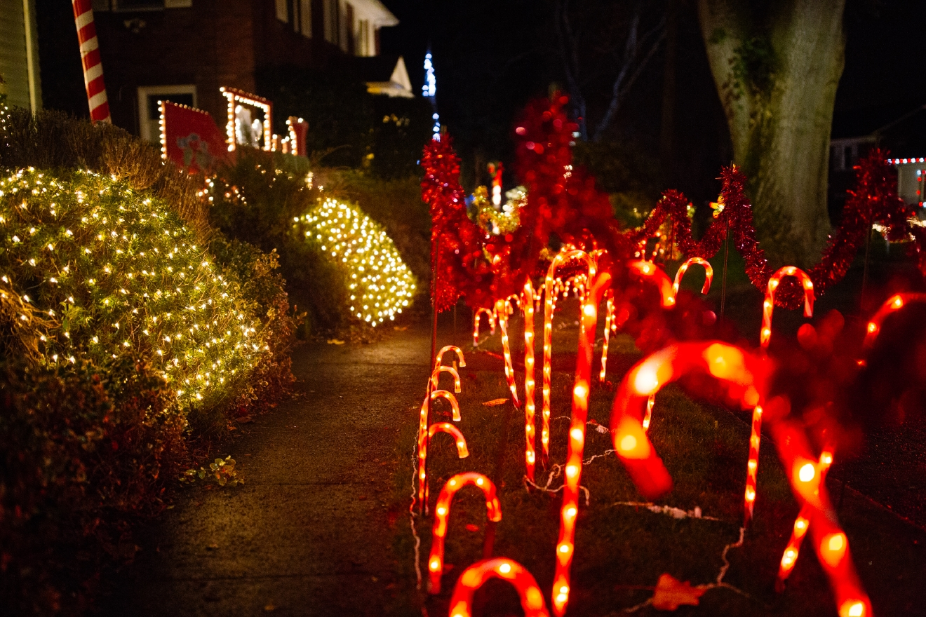 Candy Cane Lane is no Griswold house, but it sure is pretty! (Image: Joshua Lewis / Seattle Refined).