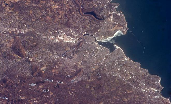 This is a great shot of New Haven, CT. I use New Haven as a landmark to find other cities in CT. (Photo & Caption: Rick Mastracchio, NASA)