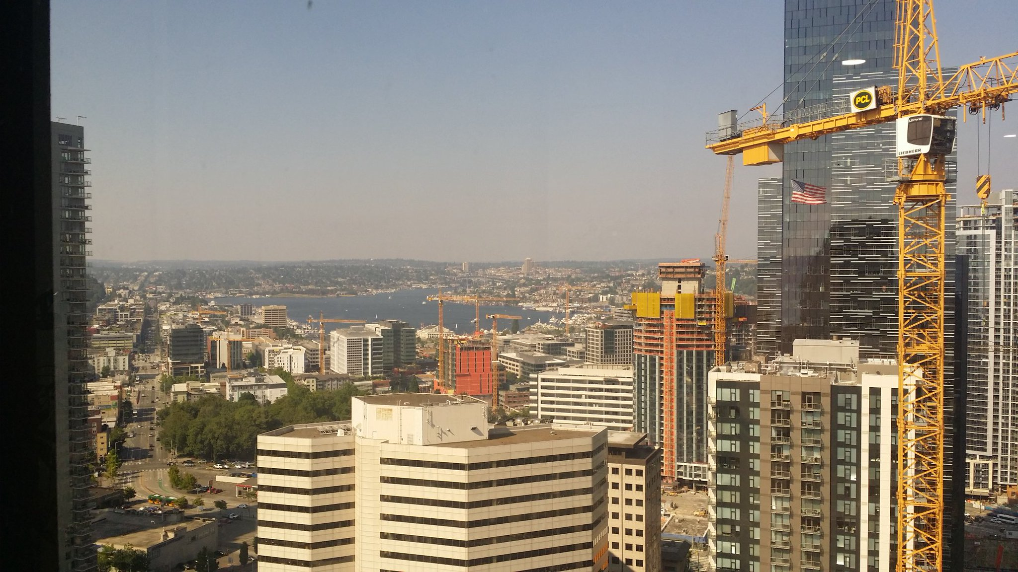 Haze as seen from Seattle. (Photo: @melegyrn)