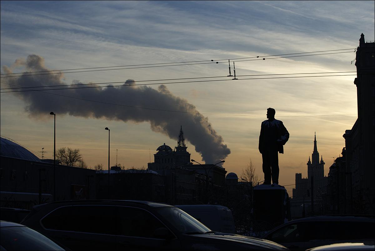 A statue os Russian Soviet poet Vladimir Mayakovsky is silhouetted in downtown Moscow, Russia, Thursday, Jan. 21, 2016. (AP Photo/Ivan Sekretarev)