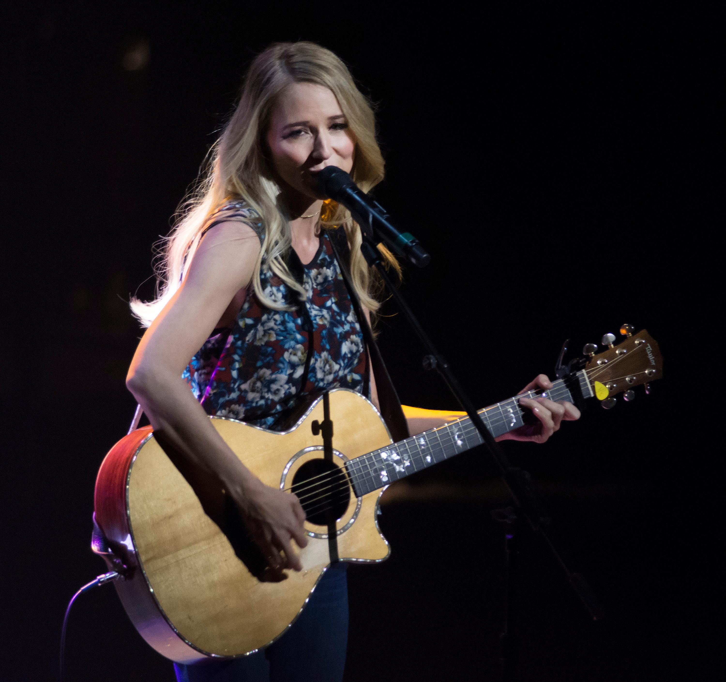"Jewel performs during the ""Vegas Cares"" benefit concert at the Venetian Theatre in the Venetian hotel-casino at 3355 S. Las Vegas Blvd in Las Vegas on Sunday, Nov 5, 2017. The concert was sponsored by a group of Las Vegas entertainers, producers and business professionals to honor the victims and first responders from the 1 October shooting tragedy. CREDIT: Bill Hughes/Las Vegas News Bureau"