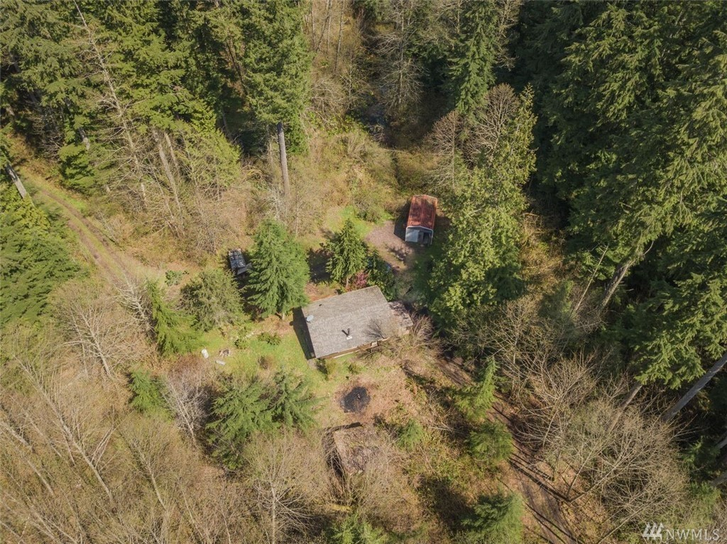 This home is in Monroe, WA and is a minimalists DREAM. The home sits on 10+ acres and is only 400 square feet. Talk about getting in tune with nature!