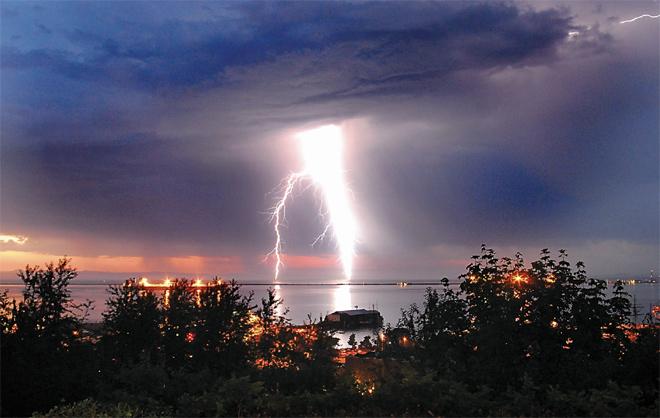 Lightning strikes Port Angeles harbor. (Photo: Keith Thorpe, Peninsula Daily News)
