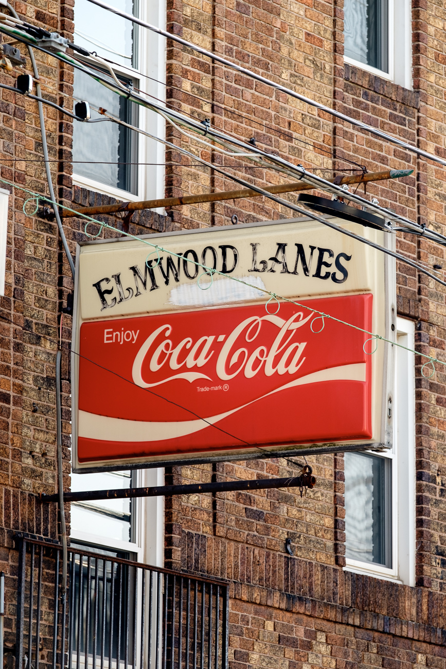 SIGN: Elmwood Lanes / ADDRESS: 6118 Vine St, Cincinnati, OH 45216 // Image: Daniel Smyth // Published: 2.18.17