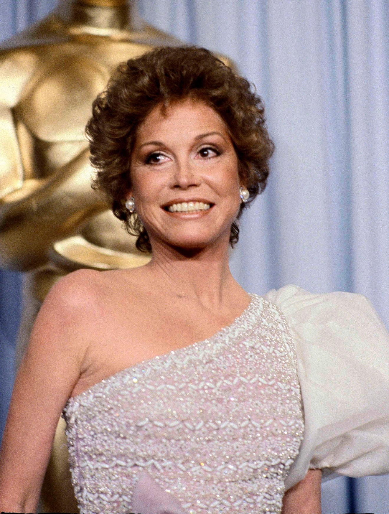 "FILE - This March 31, 1981 file photo shows Mary Tyler Moore at the 53rd Academy Awards in Los Angeles. Moore, nominated for Best Actress for her film ""Ordinary People,"" lost out to Sissy Spacek for ""Coal Miner's Daughter.""  Moore died Wednesday, Jan. 25, 2017, at age 80. (AP Photo/Randy Rasmussen, File)"