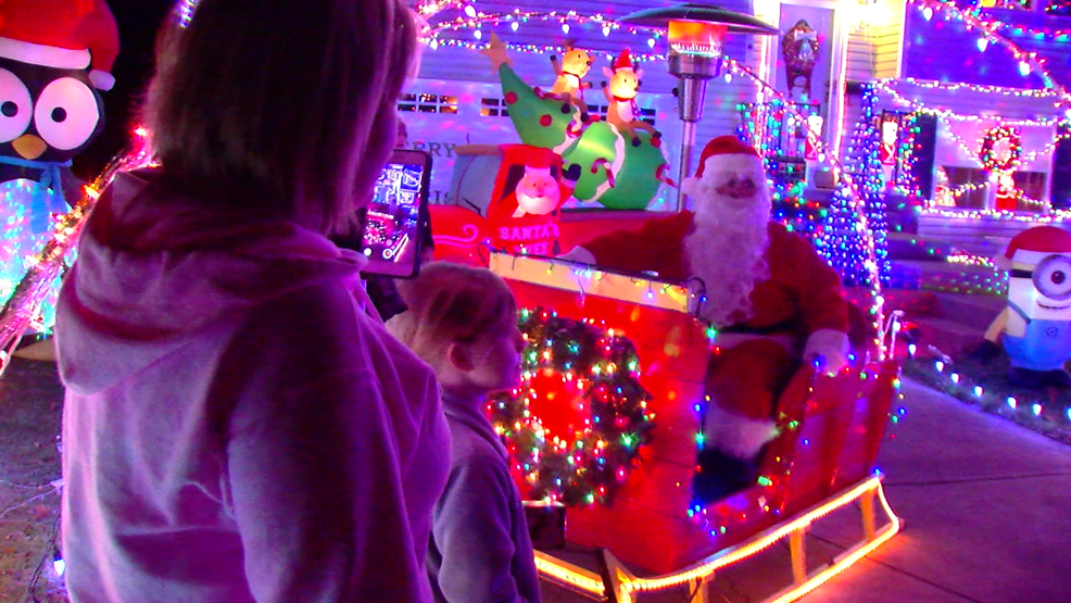 Santa delivers early Christmas gifts to children in Elsmere | WKRC