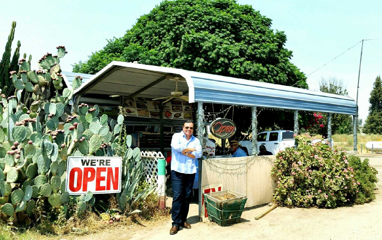 La Mexicana Taco Truck off Hwy 180 near Centerville (Photo Ray O'Canto/KMPH)