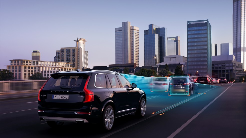 150046_The_all-new_Volvo_XC90_-_ACC_with_Queue_Assist.jpg