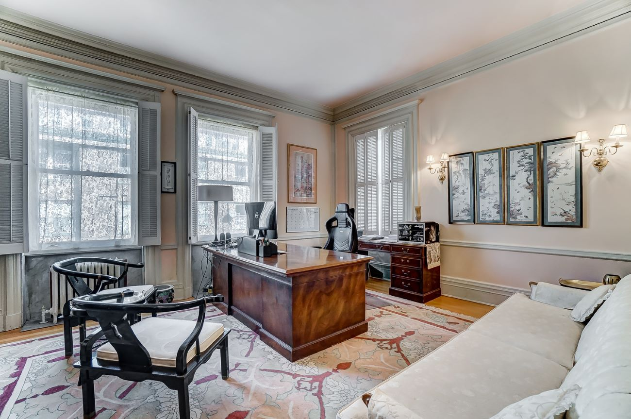 There is enough room in this mansion for at least two full-sized offices. / Image: Adam Sanregret courtesy of Coldwell Banker West Shell // Published: 4.3.20