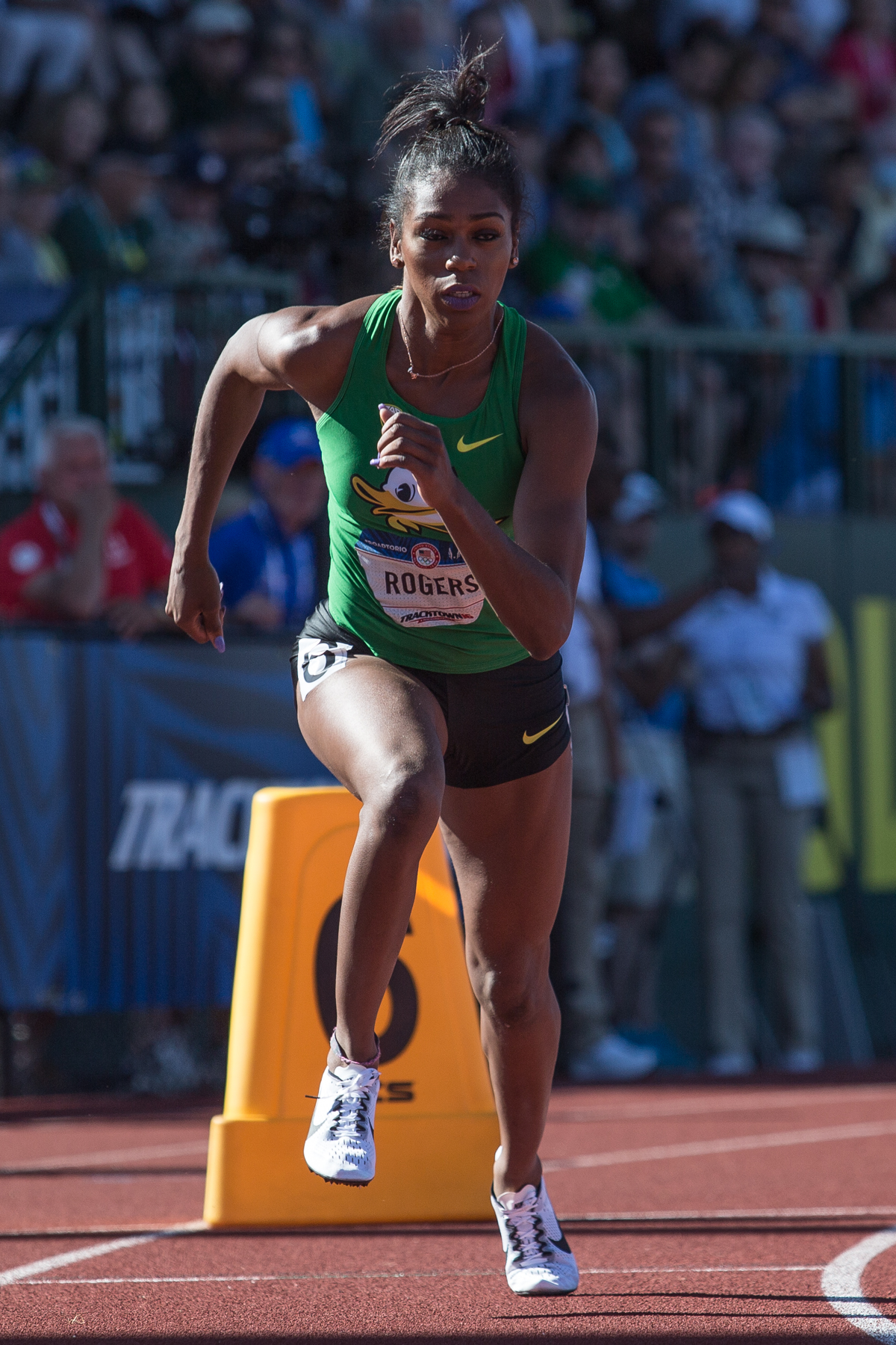 Oregon�s Raevyn Rogers jumps off the block in the women�s 800m qualifying round. She placed 10th overall, advancing her to the next round. Photo by Dillon Vibes