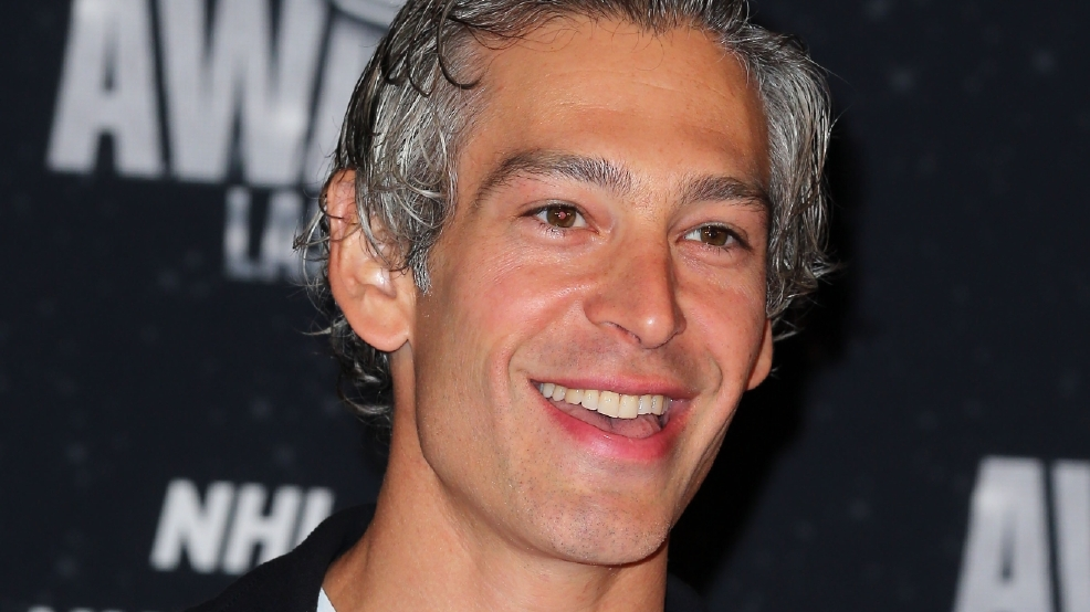 Reggae Artist Matisyahu Starts Singing With Unsuspecting Fan