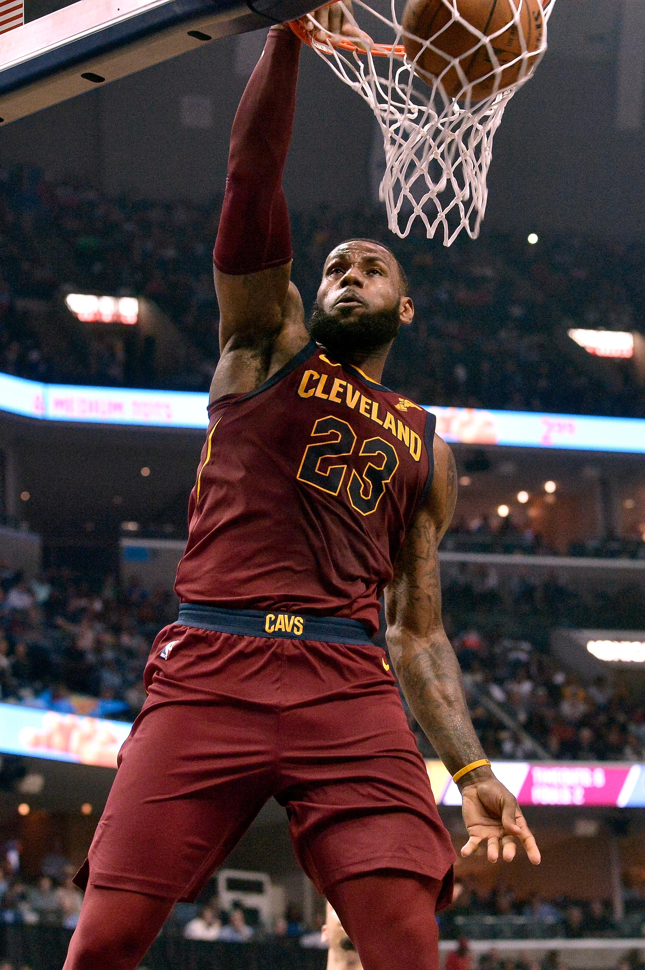 Cam 4 U >> James records triple-double as Cavs defeat Grizzlies 112 ...