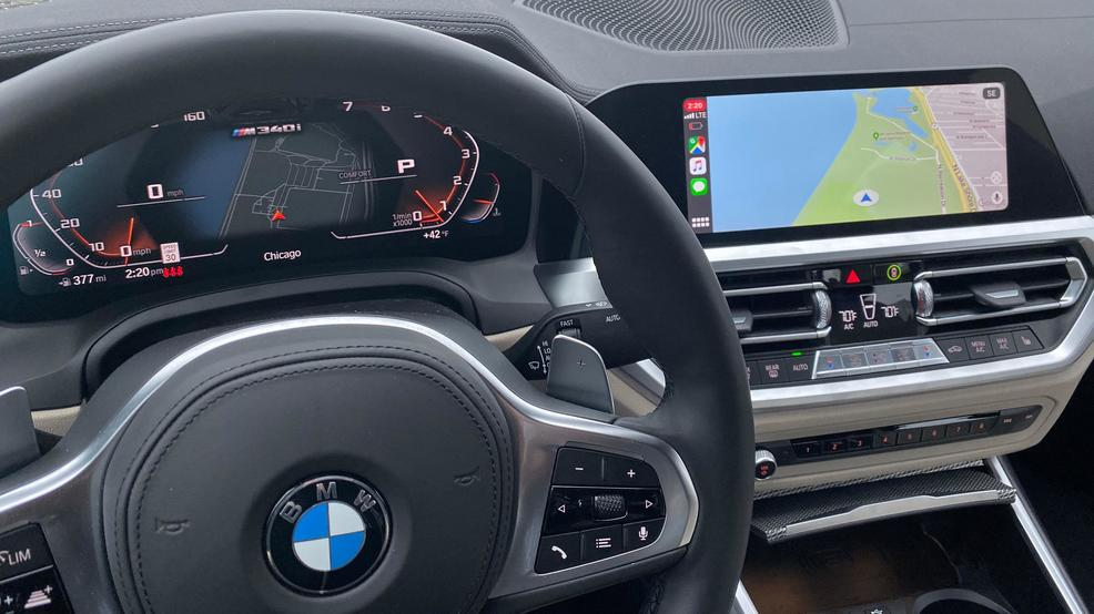 BMW M340i Apple CarPlay.jpg