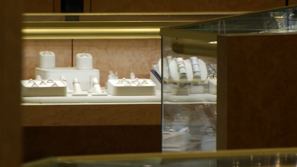 Springer's Jewelers in New Hampshire and Maine promised qualifying customers more than $900,000 in free jewelry if it snowed more than 6 inches on Christmas in Portsmouth. (WGME)