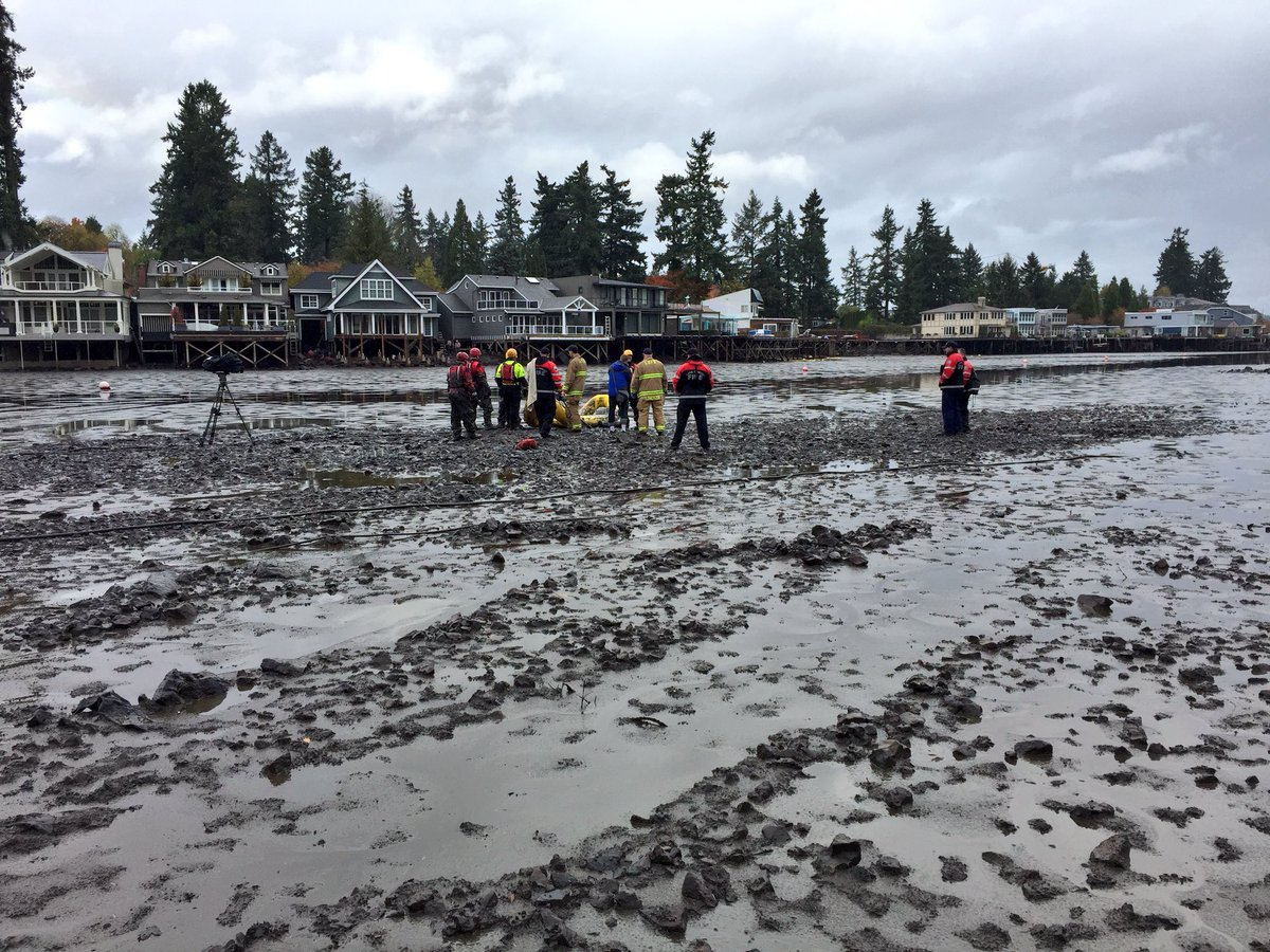 Mud rescue in Oswego Lake - Photo from KATU's Mike Warner
