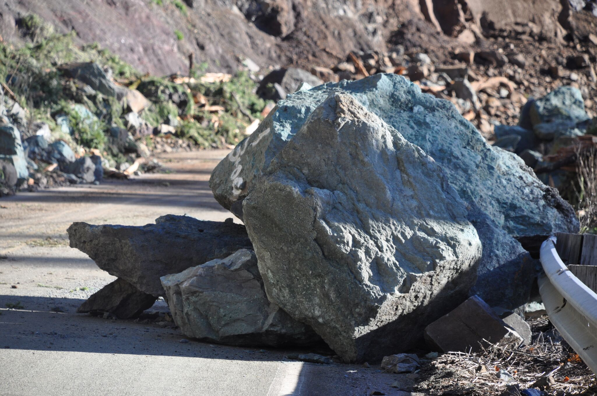 Rock slide closes Little River Road (Photo courtesy Douglas County)