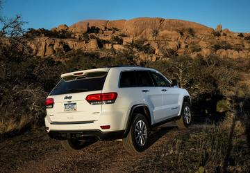 Fiat Chrysler recalls 710k Jeep Grand Cherokees, Dodge Durangos