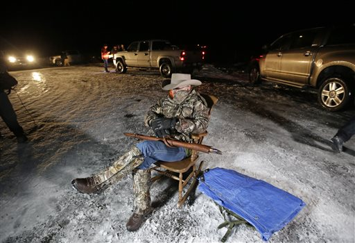 Arizona rancher LaVoy Finicum, holds as he guards the Malheur National Wildlife Refuge, Tuesday, Jan. 5, 2016, near Burns, Ore. Ammon Bundy, the leader of a small, armed group that is occupying a remote national wildlife preserve in Oregon said Tuesday that they will go home when a plan is in place to turn over management of federal lands to locals. (AP photo/Rick Bowmer)