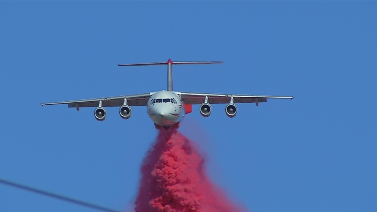 A plane drops retardant in Lake Isabella near an area believed to be the origin of the Erskine Fire. (KBAK/ KBFX photo/ Seth Vlach)