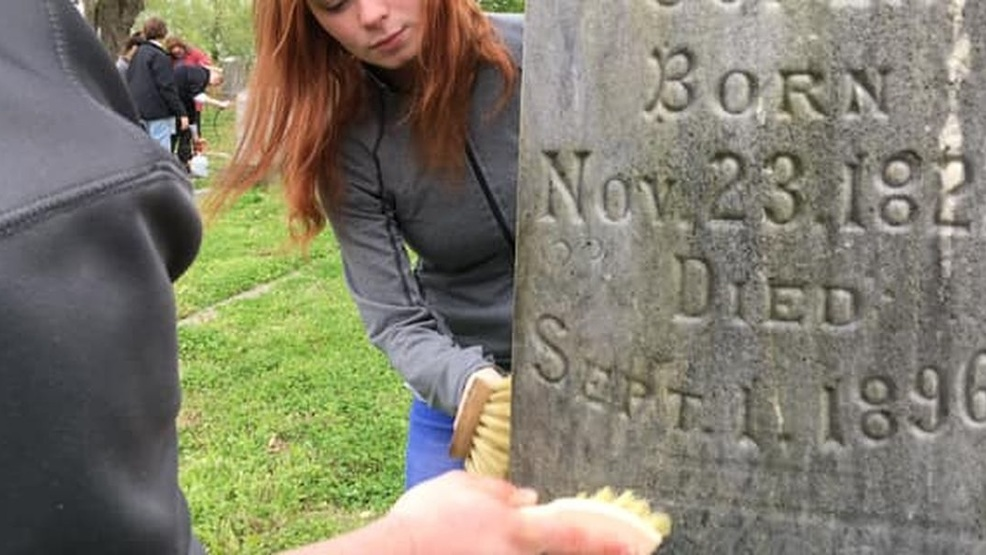 Southeast students preserve Cape Girardeau cemeteries (Source - Mike Mohundro, KFVS).jpg