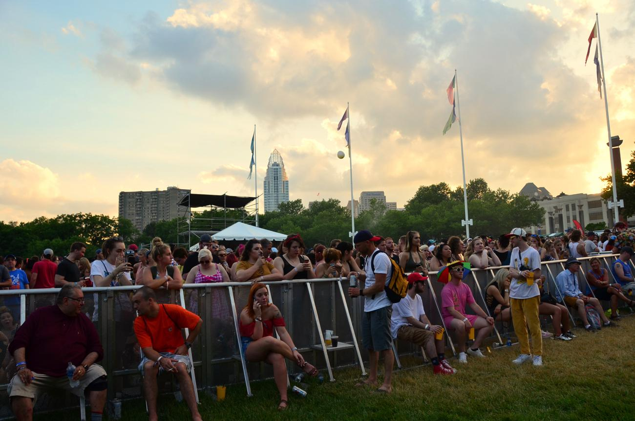 Beautiful sunset before Foster The People's set on the Sawyer Point stage on Saturday, June 2 / Image: Leah Zipperstein, Cincinnati Refined // Published: 6.3.18