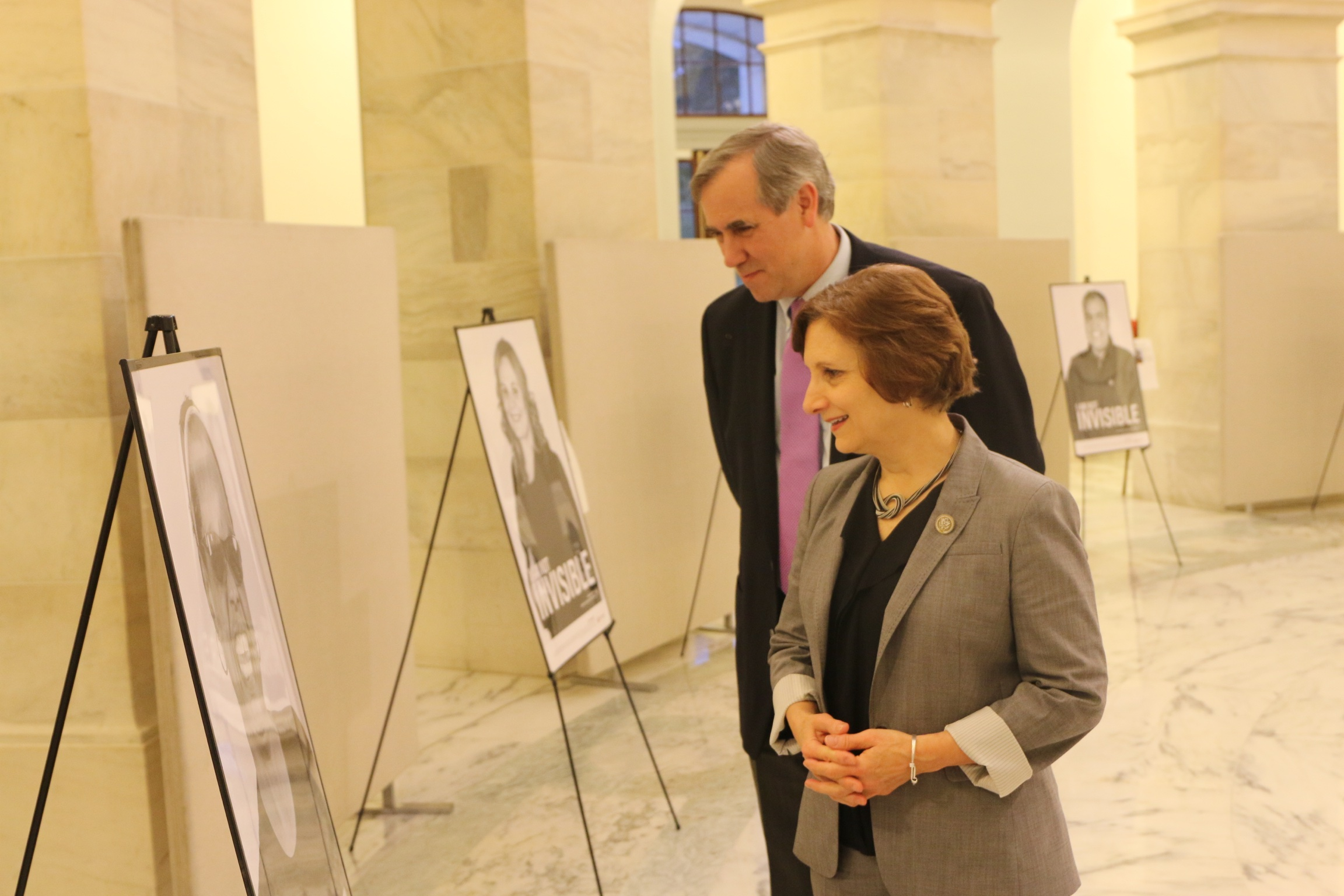 Rep. Bonamici and Sen. Merkley viewing the exhibit{&amp;nbsp;}(courtesy Oregon Dept. of Veterans' Affairs)<p></p>