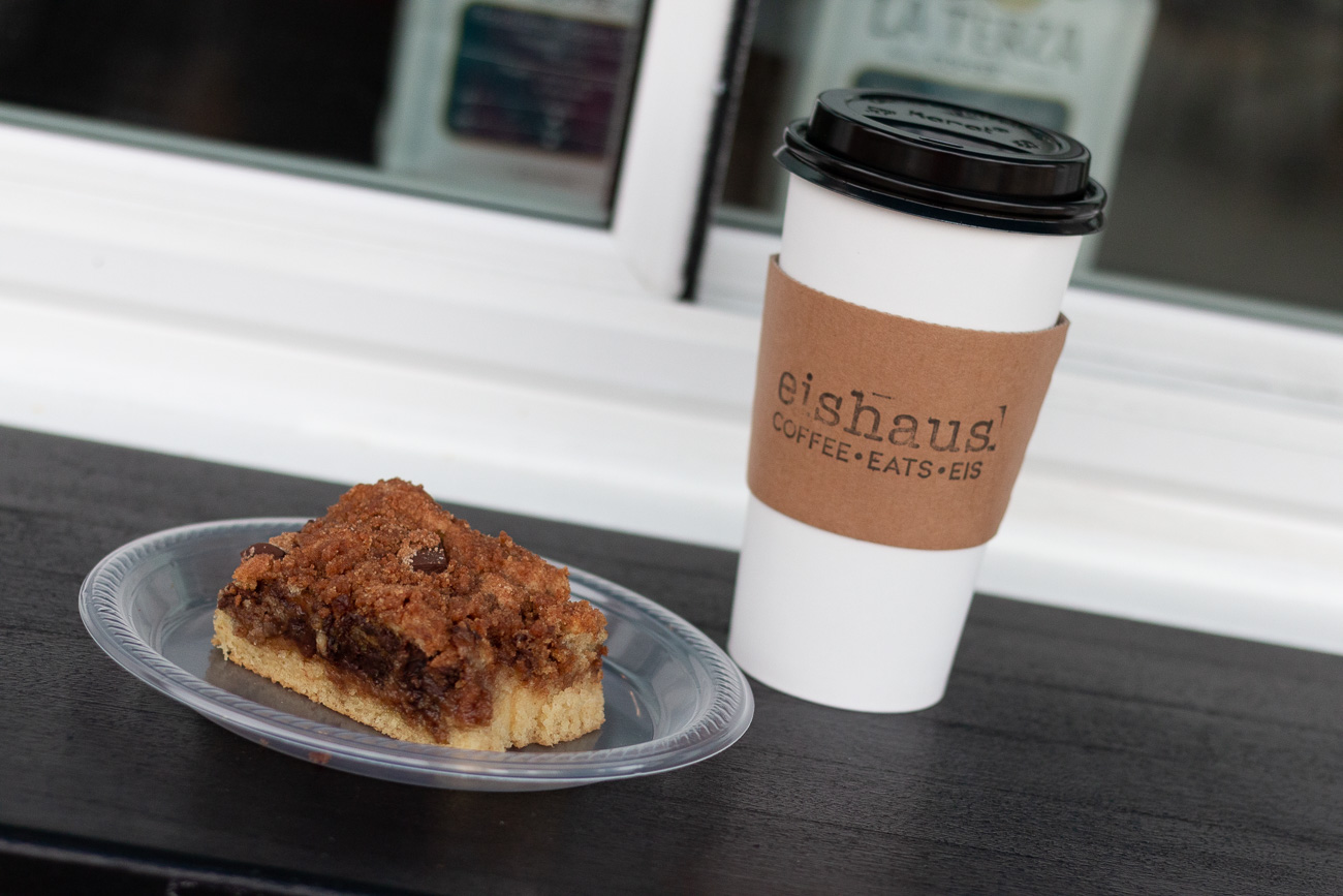Vegan Cinnamon Streusel Chocolate Chunk Coffee Cake & Pumpkin Chaider (chai + cider ) / Image: Mike Menke & Lacey Keith{ }// Published: 10.26.20