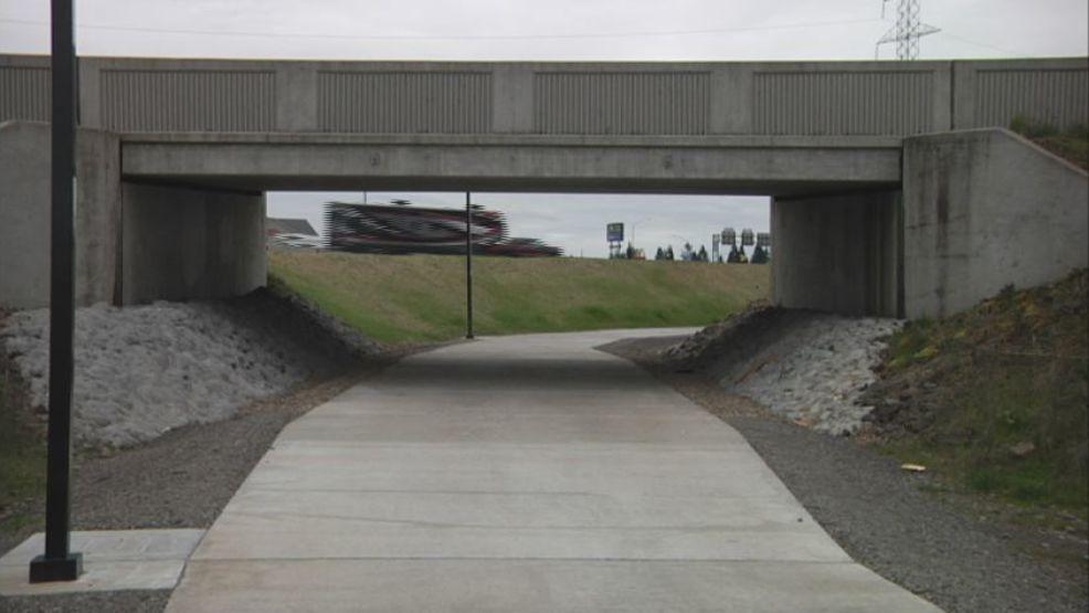 new eugene bike path opens up alongside i 5 kmtr