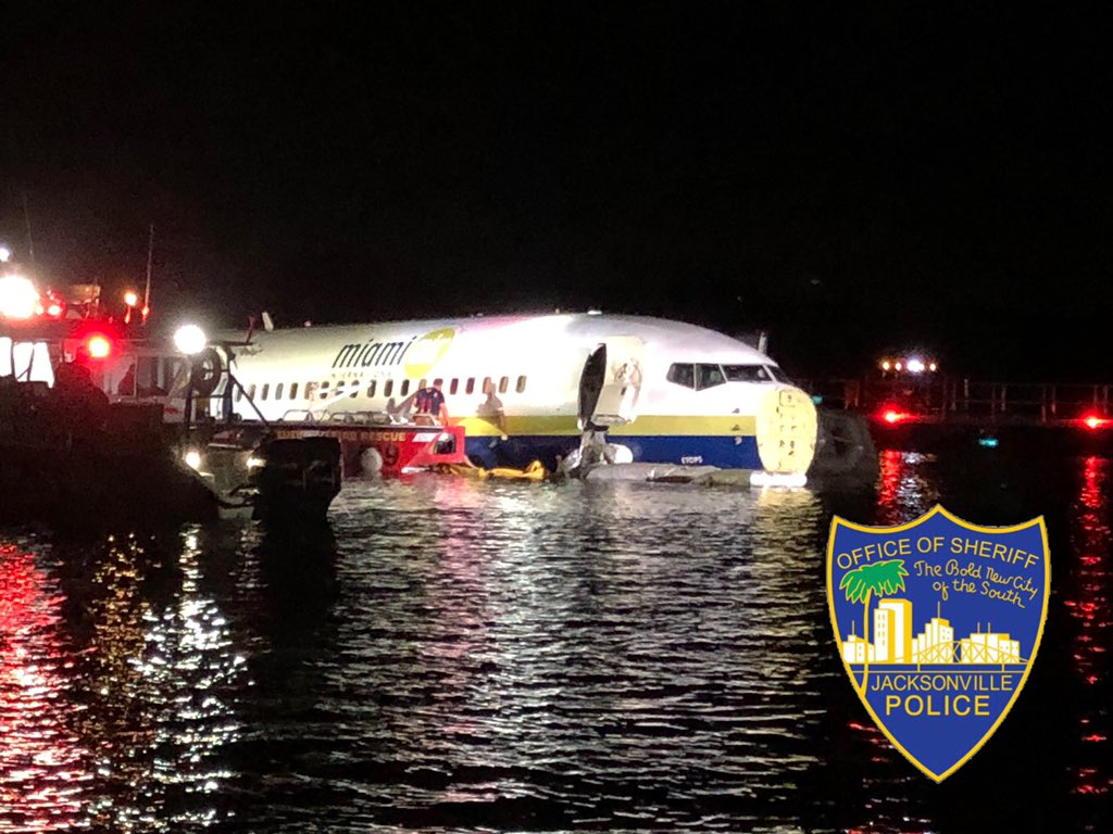 Commercial plane went into St. Johns River (Jacksonville Sheriff's Office){ }