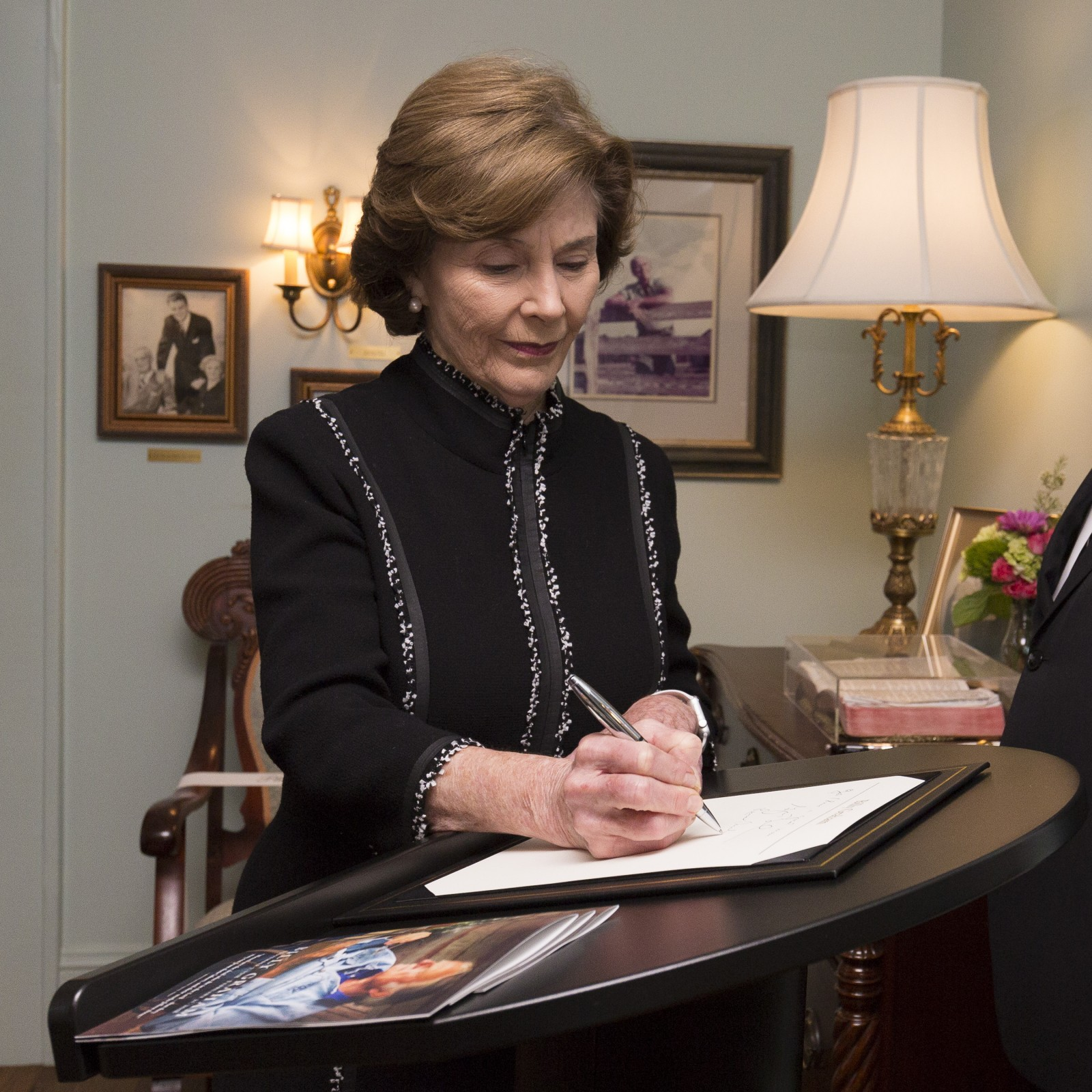 Laura Bush signs the guestbook. Photo: Billy Graham Evangelistic Association<p></p>