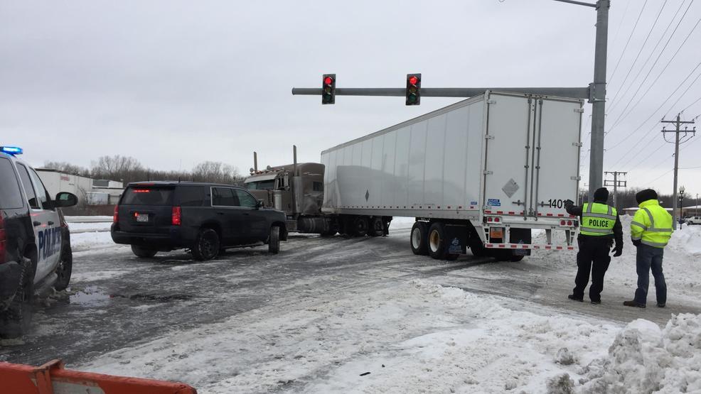 Video: Semi truck hits Ashwaubenon Public Safety squad car