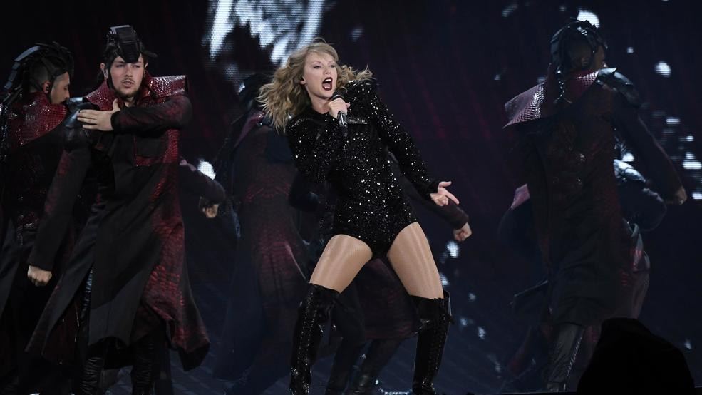 An Excited Energetic Taylor Swift Brings Tour To Metlife Wrsp