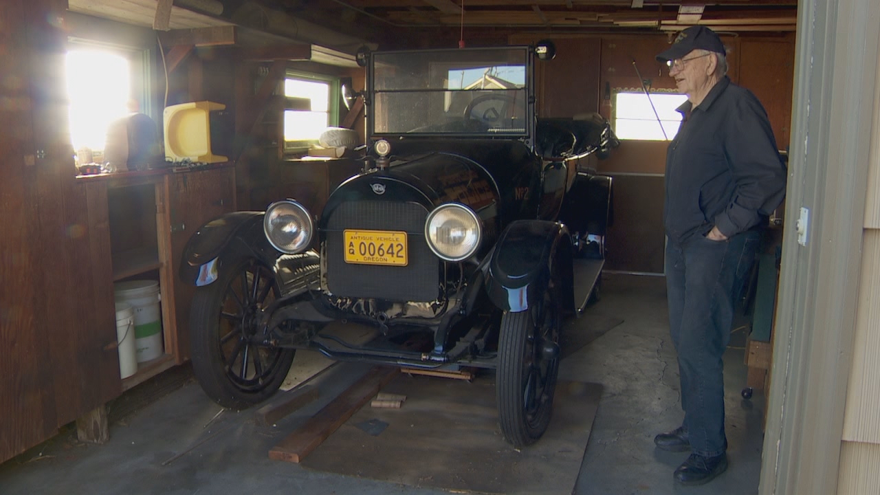 Bob Walters with his 1915 REO &quot;The Fifth&quot; touring car. (KATU)<p></p>