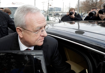 Ex-VW CEO Winterkorn denies knowing early about cheating