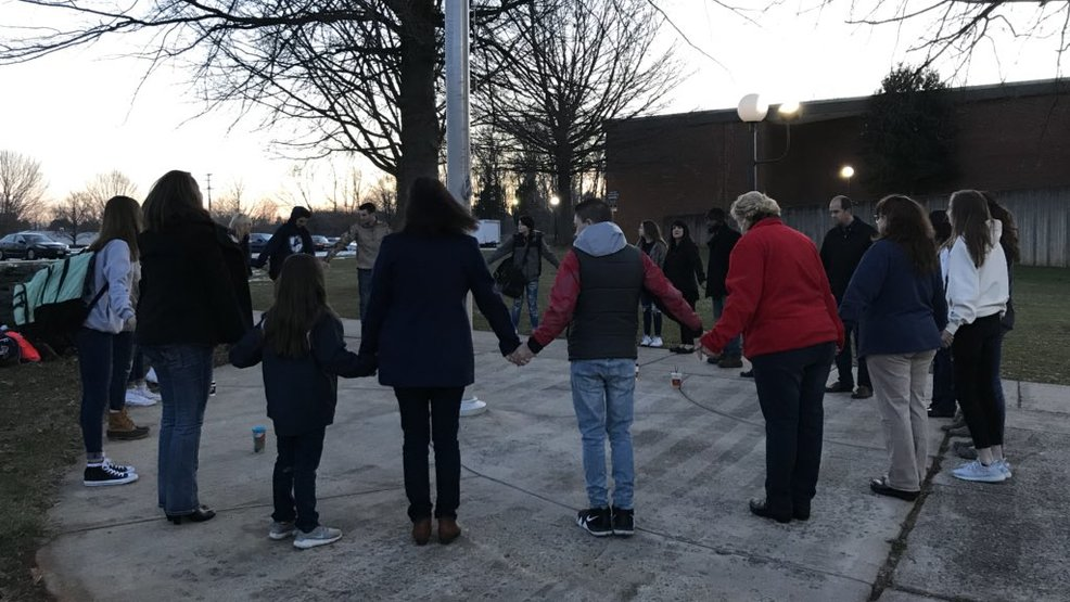 Appomattox co students parents gathered to pray instead for M and m motors appomattox