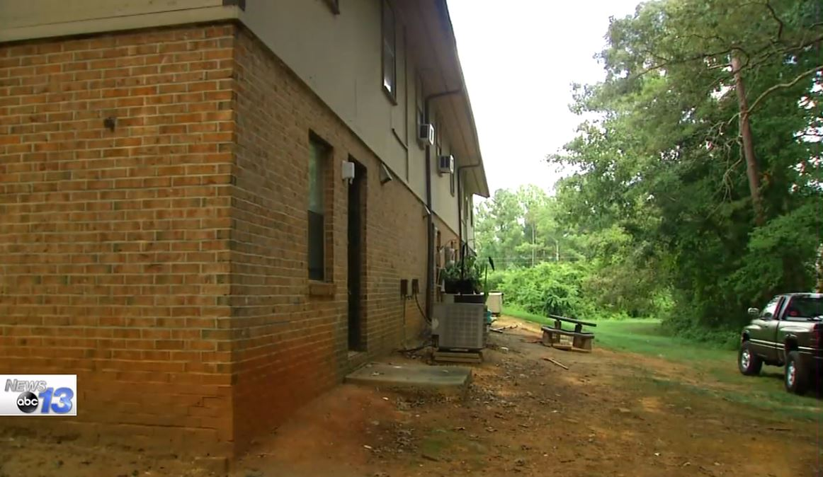"Fleetwood Manor on August 29.  Documents say residents at the apartments in Greenville called authorities on August 21, 2016, to investigate after children reported seeing ""a suspicious character, dressed in circus clown attire and white face paint, enticing kids to follow him/ her into the woods."" (Photo credit: WLOS staff)"