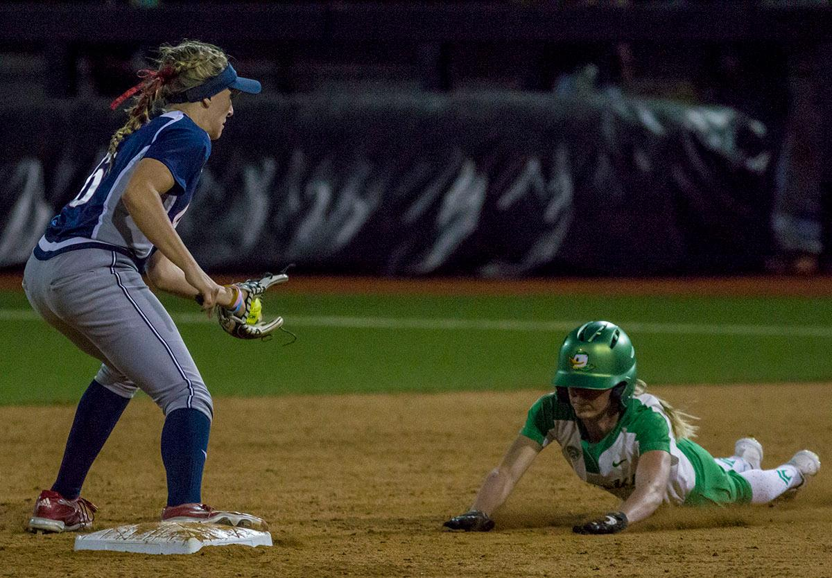 Ducks designated player Alexis Mack (#10) attempts to steal second base. The No. 3 Oregon Ducks defeated the University of Illinois Chicago Flames 13-0 with the run-rule on Saturday night at Jane Sanders Stadium. The Ducks scored in every inning and then scored nine runs at the bottom of the fourth. The Oregon Ducks are now 22-0 in NCAA regional games. The Oregon Ducks play Wisconsin next on Saturday, May 20 at 2pm at Jane Sanders Stadium. Photo by Aaron Alter, Oregon News Lab