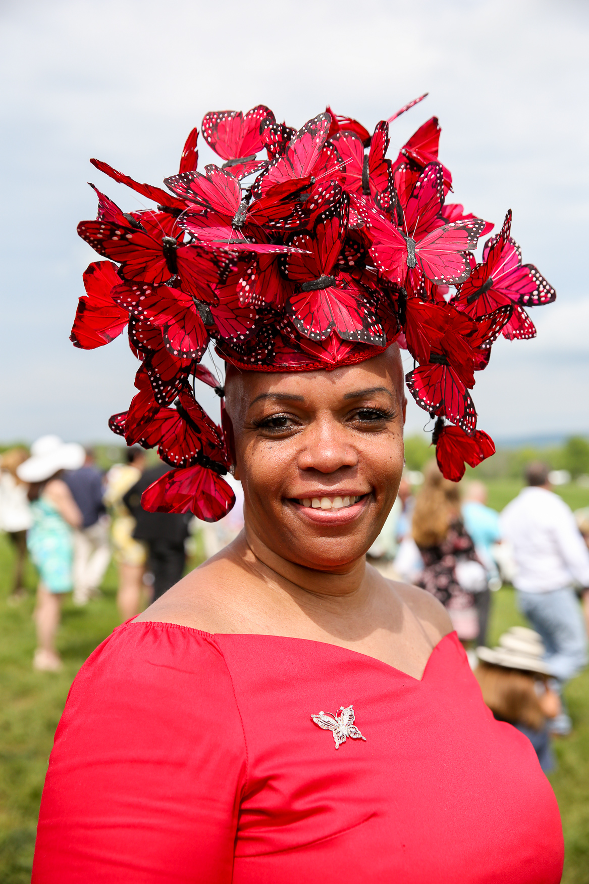 This hat looks like it could flutter away and it did... into the winner's circle!{ }(Amanda Andrade-Rhoades/DC Refined)