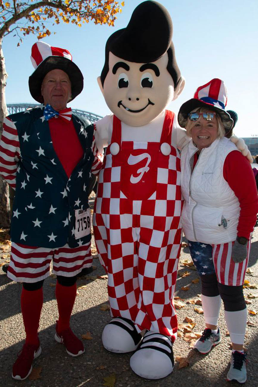 Runners posed with the Frisch's Big Boy at the DAV 5K—a race that benefits the non-profit Disabled American Veterans, which helps U.S. veterans and their families with transportation, employment, and other benefits. / Image: Dr. Richard Sanders // Published: 11.30.18