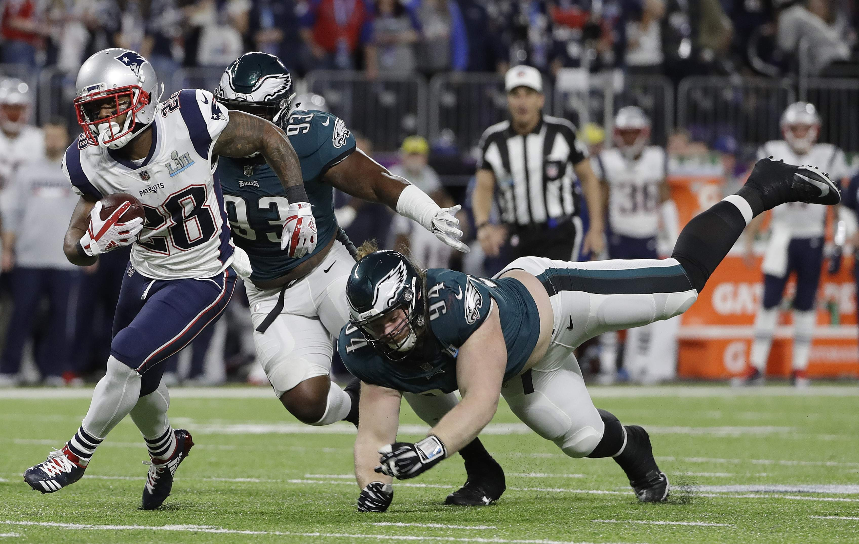 New England Patriots' James White, left, runs during the first half of the NFL Super Bowl 52 football game against the Philadelphia Eagles Sunday, Feb. 4, 2018, in Minneapolis. (AP Photo/Matt Slocum)