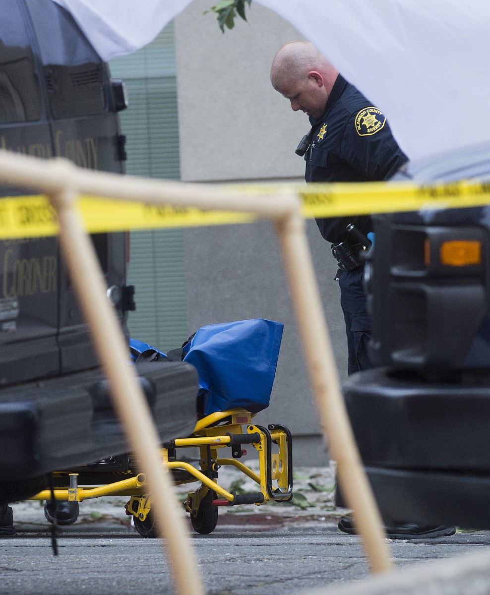 Sheriff S Deputy Killed 6 Other People Hurt In Colorado: Balcony Collapse In California Kills At Least 6 People