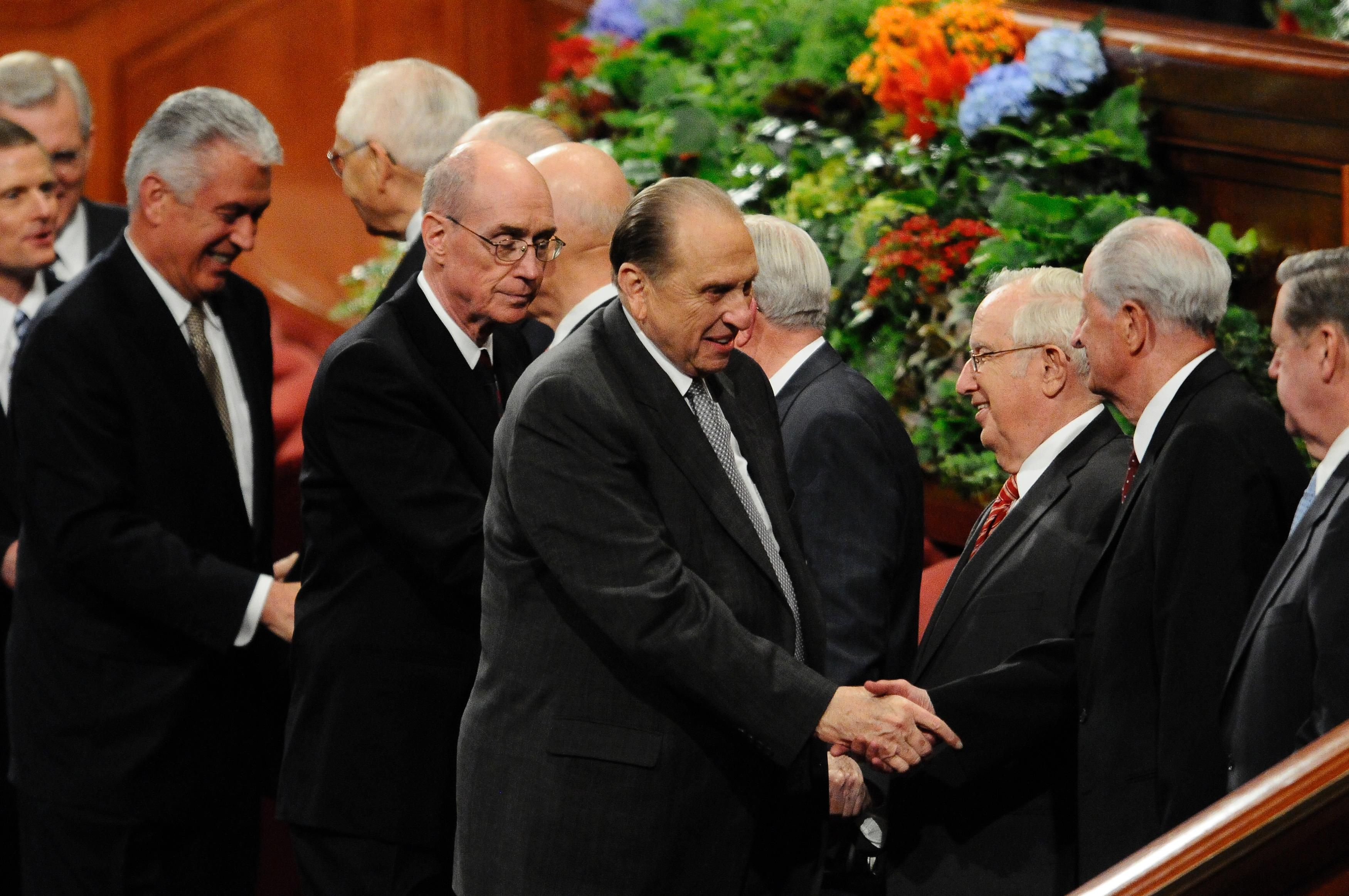President Thomas S. Monson shakes hands with Elder Robert D. Hales after a session of general conference in October 2010. (Photo: MormonNewsroom.org)<p></p>