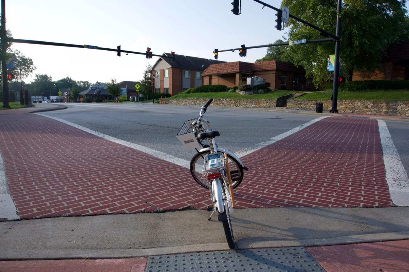 <p>The first thing to know about actually riding the bikes is this: Ohio state law does not require you to ride on the street. In fact, it prohibits municipalities from enforcing regulations to that effect. / Image: Brian Planalp // Published: 8.28.18</p>