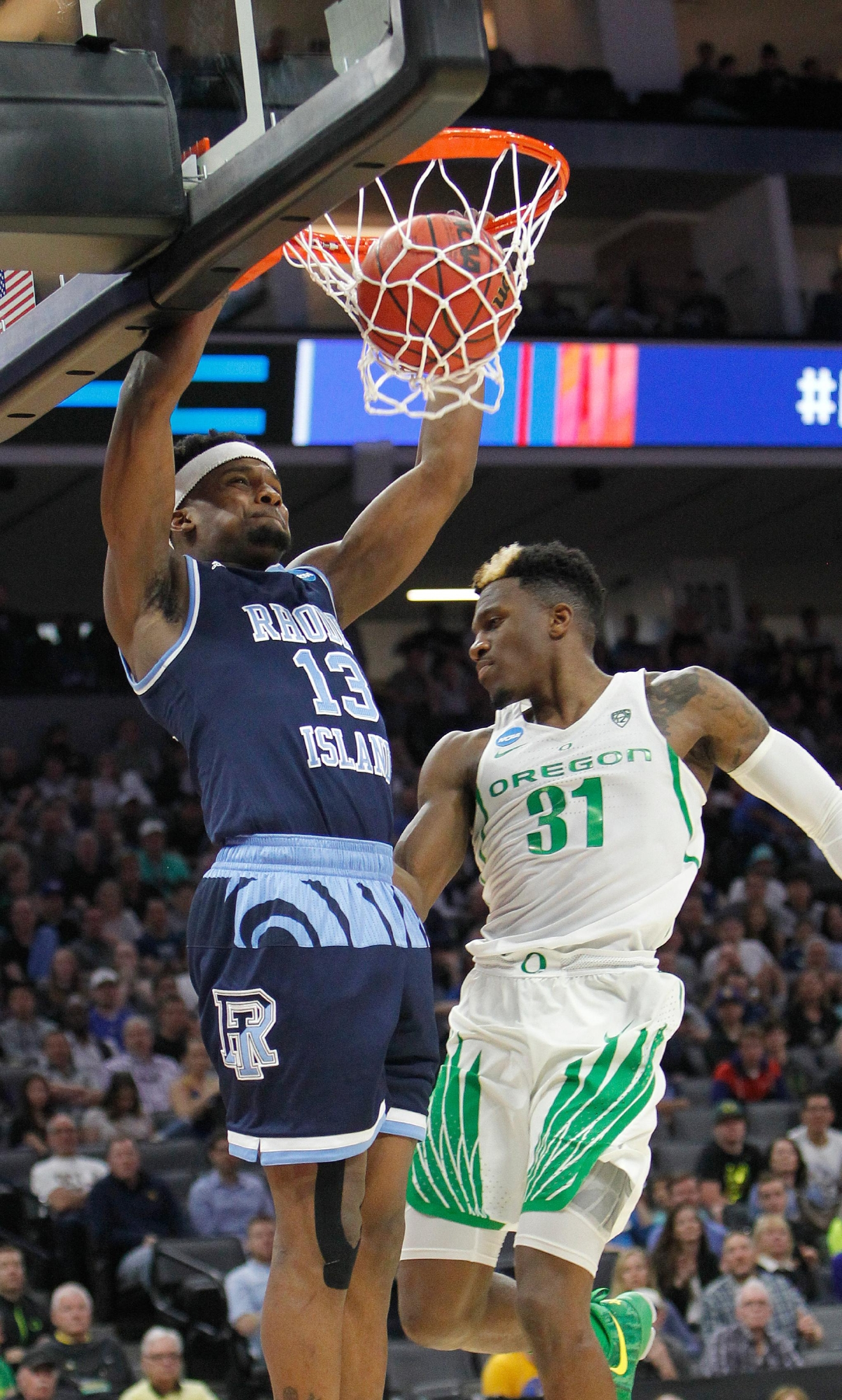 Rhode Island guard Stanford Robinson, left, stuffs against Oregon Ducks guard Dylan Ennis during the first half of a second-round game of the NCAA men's college basketball tournament in Sacramento, Calif., Sunday, March 19, 2017. (AP Photo/Steve Yeater)