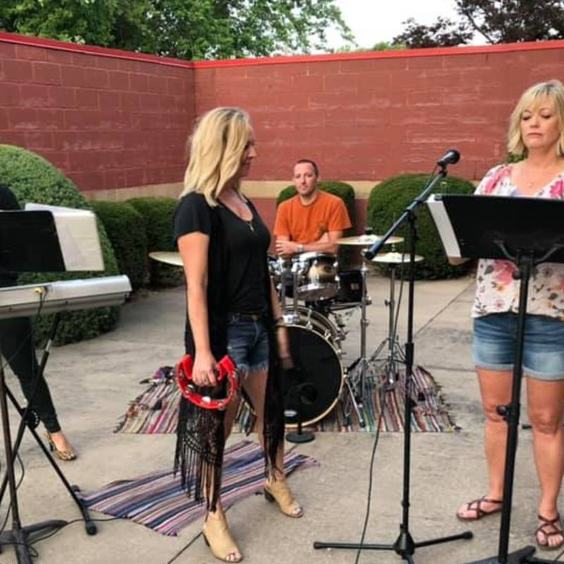 Watch Spunky Bottom Girls Preform On Khqa This Morning For Party