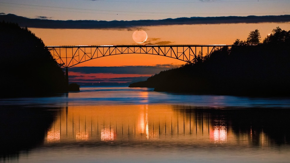 Photos: Crescent moon makes for stunning sunset at Deception Pass Bridge